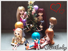 Christmas is all around me... (SweetLuly) Tags: christmas light natal dolls elle dumbo família benny demi pullip kimberly agnes joanne kenny familyportrait lilica chill reginald veritas eris pennylane hermine pinoko mymelody mimia isul ddung byul pullipchill silena pullipveritas pullipmymelody fakeddung byuleris byuldumbo byulhermine docolla littlebyul littlebyulcreamymami littlebyuloompaloompa littlebyulmymelody isullight byulpinoko