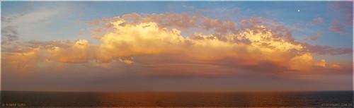 Закат в открытом море