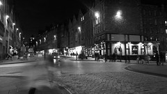 Royal Mile, evening (byronv2) Tags: blackandwhite bw monochrome architecture bar night blackwhite pub edinburgh junction royalmile mound cobbles oldtown nuit edimbourg deaconbrodies cobbledstreet edinburghbynight