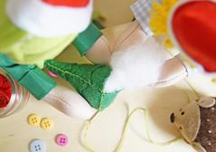 E preencha com plumante, costurando ao final (BoniFrati) Tags: tree cute natal diy craft rvore tutorial pap molde passoapasso bonifrati craftchristmas natalcraft