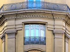 Barcelona - Comtal 032 c (Arnim Schulz) Tags: barcelona espaa art window architecture liberty ventana spain arquitectura arte fenster kunst catalonia finestra artnouveau gaud architektur catalunya espagne fentre modernismo catalua spanien modernisme jugendstil espanya katalonien stilefloreale belleepoque baukunst