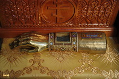 32. Ковчег в виде руки с частью десницы святителя Тихона