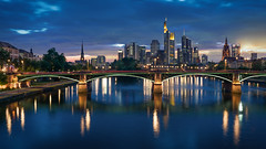 Skyline (Bastian.K) Tags: city blue sky skyline zeiss 35mm river dawn iron dusk frankfurt sony main himmel carl cz bluehour 20 sunstar mainhattan blaue sunstars stunde loxia grosstadt emount blendenstern blendensterne a7rii a7r2 a7rm2 loxia3520