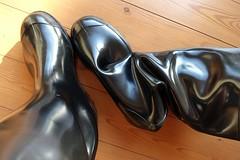 Hot summer afternoon for Nora Dolomits (essex_mud_explorer) Tags: nora dolomit noradolomit noradolomite dolomite wellington wellies wellingtons wellingtonboots boots gummistiefel rubberlaarzen gumboots rainboots rainwear barelegs barefeet barefoot