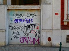 Graffiti in Lisboa 2013 (kami68k []) Tags: lisboa lissabon 2013 graffiti illegal bombing tag tags tagging handstyle handstyles risko betty gbk fya r1 epv hm kasak dub