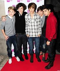 (One Direction Archive) Tags: uk london smile smiling hugging boots trainers jeans groupshot xfactor redcardigan brownboots hugg blackcardigan onedirection checkshirt greycardigan zainmalik harrystyles louistomlinson liampayne niallhoran verychristmascatwalkshow