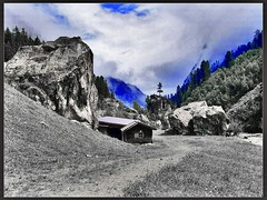 Im Zillertal (almresi1) Tags: zillertal tirol austria kuhstall felsen rocks schwarzweis blackandwhite effect schlegeis