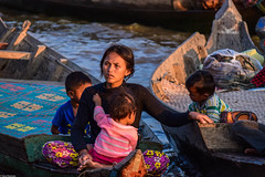 Hard working mothers of Cambodia (Vagabundina) Tags: nikon d5300 cambodia tonlesap lake water goldenhour sunset nature light mother children hardwork asia beauty