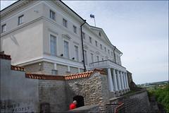 Tallin (10-6-2015) (Juanje Oro) Tags: estonia tallin 099 2015 bandera palacio panoramio patrimoniodelahumanidad whl0822
