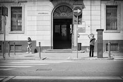 Aosta, agosto 2016 (gilbertotphotography.blogspot.com) Tags: aosta valledaosta valdaosta italia italy street streetphotography strada fotodistrada life vita gente persone people person blackandwhite biancoenero fujifilm fujinon fuji fujixe2s