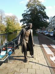 Amsterdam - Haarlemmerweg (Aelo de la Krotsche) Tags: sculpture amsterdam statue statues sculptures westerpark haarlemmerweg kunstopstraat petererftemeijer driefigurenopstraat