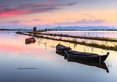 """""""Tres barcas y unas casetas"""" (Pepelahuerta) Tags: paisajes valencia cielos atardeceres barcas reflejos laalbufera canon6d pepelahuerta canon2740efisf4"""