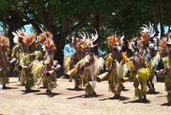 Korafe dancers at Kofure (Sven Rudolf Jan) Tags: dancers traditional papuanewguinea singsing tufi