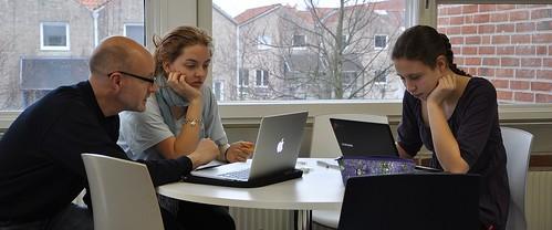 Uffe Holmström diskuterar matematik med by bufsimrishamn, on Flickr