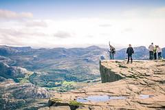 Au dessus du monde (bruit_silencieux) Tags: travel people mountains nature norway trek canon landscape norge roadtrip 7d fjord scandinavia preikestolen pulpitrock norvge forsand sigma35mmf14art
