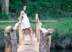 Isabel (ribadeluis) Tags: modelo mujer belleza rostro retrato puente madera wood asturias principadodeasturias woman barayo playa rio navia vigo portrait canoneos6d vestido dress pasarela canonef70200mmf28lusm copito pose posado bokeh