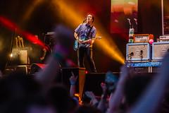 Wie is er jarig? (3FM) Tags: fotograafbenhoudijk zwartecross 2016 3fm festival lichtenvoorde muziek zc zc16 thewombats gitaar guitar performer artiest