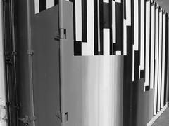 container en couleur et N et B (chrdraux) Tags: espagne paysbasqueespagnol euskadi box container mtal couleurs colores colours blackandwhite formes gomtrique lignes