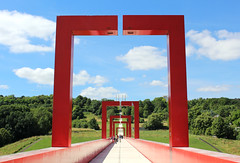 Les Arches (anais.tanghe) Tags: axe majeur cergy rouge red pont bridge