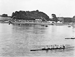 Snapshot, Waterford Regatta, July 1901 (National Library of Ireland on The Commons) Tags: ahpoole arthurhenripoole poolecollection glassnegative nationallibraryofireland waterfordregatta1901 coxedfours enclosure trinitydubc waterford waterfordregatta regatta dublinuniversityboatclub cox rowing quadscull suirchallengecup