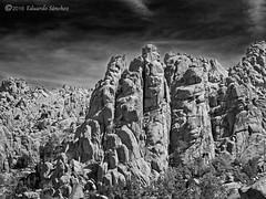 Luces y sombras (Edu.San.) Tags: montaa roca riscos bw naturaleza paisaje lapedriza guadarrama madrid espaa