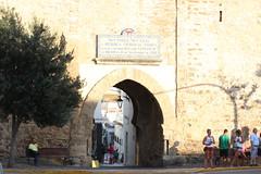 Conferencia desde la Puerta de Jerez en Tarifa. (Paxtorino) Tags: tarifa espaa spain espagne cdiz puertadejerez andaluca