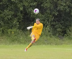 Robert Tiropoulos delivers a long ball upfield (Stevie Doogan) Tags: clydebank glasgow perthshire exsel group sectional league cup wednesday 10th august 2016 holm park
