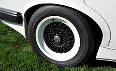 80s overstatement: black & white alloy (Pim Stouten) Tags: arden british car auto wagen pkw vhicule macchina burgzelem alloy twotone bbs aj1 jag jaguar xj sovereign series