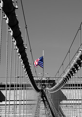 Brooklyn bridge (thierrymazel) Tags: new york manhattan brooklyn bridge drapeau americain stars stripes et blanc noir