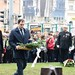 Nacsa Lőrinc, az Ifjúsági Kereszténydemokrata Szövetség elnöke és Vida Zoltán, a szervezet II. kerületi elnöke koszorúzzák meg a Széna téri '56-os emlékművet