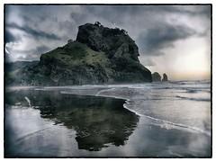 Sunset at Piha Beach (David_Duncan) Tags: piha beach pihabeach auckland new zealand newzealand sunset