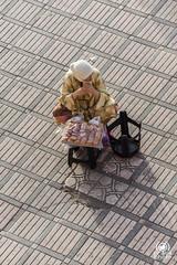 Persone di Jamaa el Fna (andrea.prave) Tags: square place market unesco morocco maroc marocco marrakech marrakesh piazza markt mercato jamaaelfna  moroccans almamlaka marocains    visitmorocco almaghribiyya  jmielfn tourdelmarocco