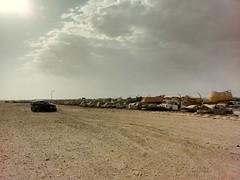 2014-11-06 14.25.56 (felipefonseca) Tags: trip junk tires fieldtrip lixo qatar craftsmen gambiarra vcuq repairmen mfavcuq