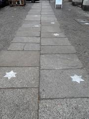 Spur der Sterne (onnola) Tags: berlin kreuzberg germany deutschland star pavement stern platten brgersteig gehweg granit steinplatten graefekiez fusweg