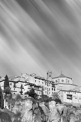 Cuenca colgada, Cuenca corrida, cuenca escondida. (Pascual Martin Photo) Tags: longexposure travel viaje bw espaa blancoynegro canon arquitectura blacknwhite cuenca arquitecture