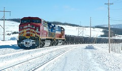 Transport de minerais. (donaldpoirier93@yahoo.fr) Tags: train wagon mine hiver rail locomotive paysage fer fermont minerais paysagedhiver montwright mineraidefer