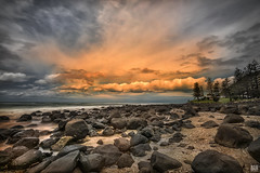 Go hide the sun (BAN - photography) Tags: park longexposure trees sea cloud sunrise rocks foreshore burleighheads d810