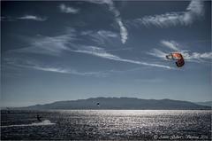 Volar sobre el gran blau.  (Delta de l'Ebre - Catalunya).  Fotografa dedicada a mi buen amigo Francisco (rroel 58). (Antoni Gallart i Vilarrasa) Tags: reflections contraluz surf delta lagoon catalonia catalunya laguna paragliding ebro reflexos catalua backlighting reflejos d800 parapente contrallum ebre llacuna flysurf parapent trabucador