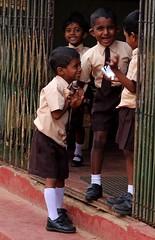 Felicit #insolitamente (#Insolitamente00) Tags: travel school people colors canon children srilanka viaggio ig emozioni canon100d igers igersitalia canonofficial
