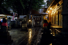 03 (  / Yorozuna) Tags:    nagonoasamashrine asamashrine shrine    torii  guardianliondogs stoneguardiandogs guardiandogs foodogs   stonestatue statue  nagono  shikemichi  nagoya  aichi japan    shimenawa     rainy rain rainynight    evening night nightview nightfall nightscape      light  reflection    building   wooden  undertheeaves spaceundertheeaves pentaxsupertakumar28mmf35