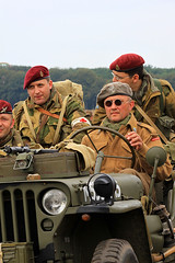 AIRBORNE / Operation Market-Garden (Ede, NL. September 17, 2016) (Roger Hele) Tags: airborne operationmarketgarden september 17 2016 ede thenetherlands wwii veterans tourism vvv paratrooper remembrance willyjeep britishforces us army aircraft battle worldwar2 badge patch willy jeep gelderland logo crest pathfinder platoon bagpipe bagpipes bike bicycle motorcycle bsa impressions faces