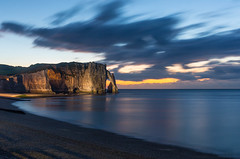 Heure bleue sur les falaises d'Etretat ( fabienne faur) Tags: normandy aiguillecreuse sea seinemaritime etretat heurebleue mer poselongue falaise galet plage rocher roc normandie 5d 5dmarkiii canon 2470mm