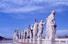 Vaticano (Citt del) - Basilica di San Pietro (Fontaines de Rome) Tags: roma rome rom cittdelvaticano citt vaticano basilicadisanpietro basilica statue 11 apostoli cristo san giovanni battista simondrouin simon drouin