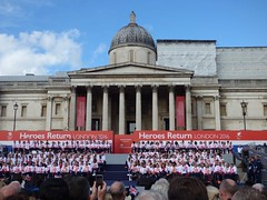 The Olympic and Paralympic heroes gathered in front of the National Gallery (Suede Bicycle) Tags: olympics rio rioolympics rio2016 olympicgames heroeswelcome trafalgarsquare summerolympics olympicparade paralympics rioparalympics
