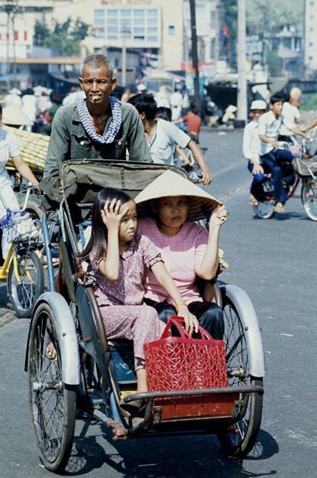 Saigon Street scenes in May 1975 - Đường Trần Hưng Đạo