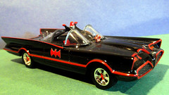 1966 Batmobile: Mattel Hot Wheels 1/50 scale. (Steve Brandon) Tags: auto ford scale car toy tv model automobile voiture 150 hotwheels lincoln batman dccomics batmobile mattel toycar futura modelcar conceptcar  georgebarris   diecastmetal fordmotorcompany      bolides lincolnfutura  150scale     lincolnfuturaconceptcar