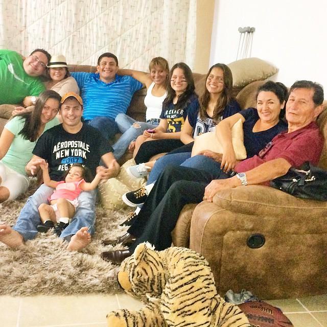 Felices en familia Viendo el SuperBowl ! #SuperBowl #Family #Cancun #lovemylife