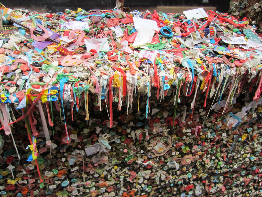 Gum_Wall,_Pike_Place_Market,_Seattle_(2014)_-_2