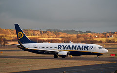 Ryanair Boeing 737-800 EI-EFD Prestwick Airport (cmax211) Tags: 30 scotland airport boeing ryanair runway 737 prestwick pik ayrshire infocus 737800 highquality egpk eiefd