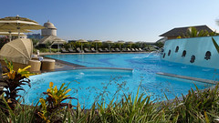 Swimming pool at Marriott (caberdoz) Tags: india marriott bangalore swimmingpool piscine bengaluru